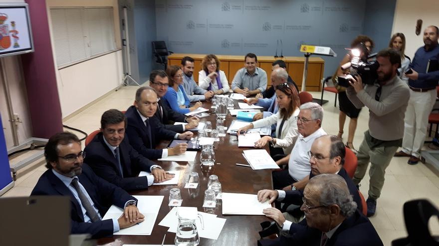 Adif propone adelantar obras de soterramiento al 15 de noviembre y un nuevo paso subterráneo en Santiago el Mayor
