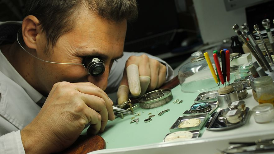 Relojeros artesanales. / JUAN MIGUEL BAQUERO