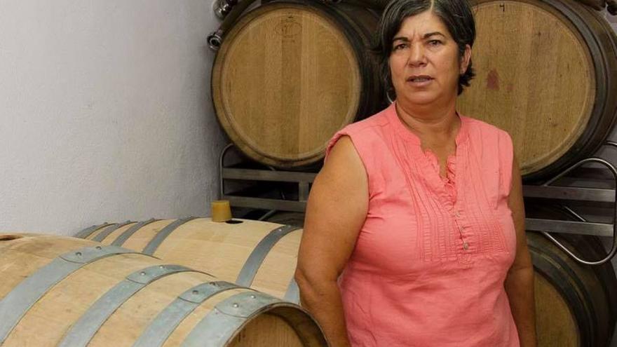 Eufrosina Pérez en su bodega de Garafía.