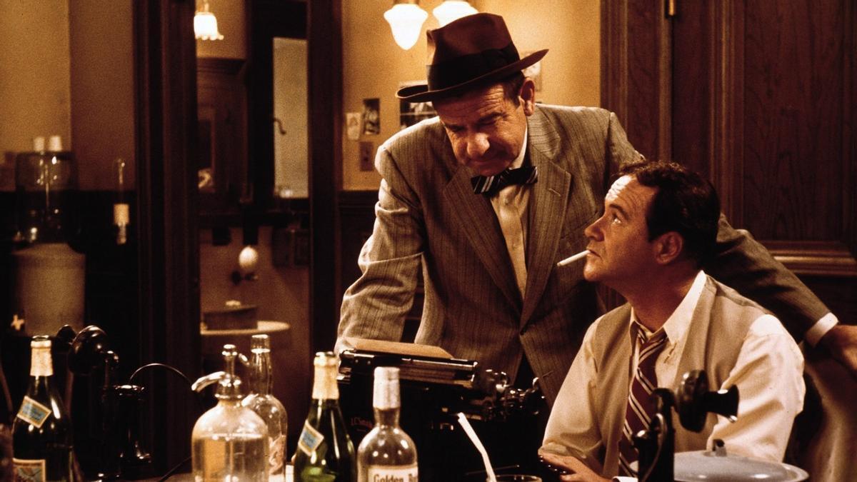 En la película 'Primera plana' de Billy Wilder, Walter Matthau encarna al exigente director Walter Burns