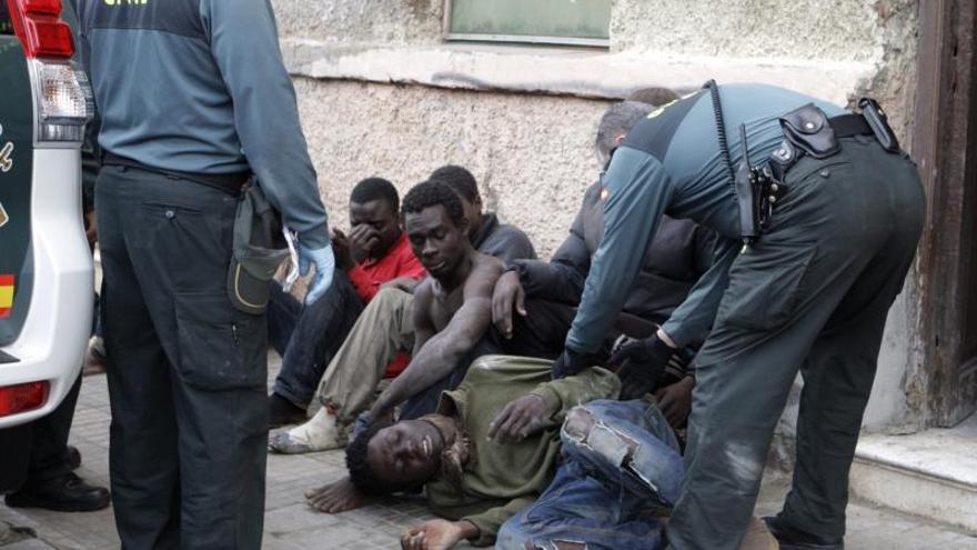 Medio centenar de inmigrantes entran en Melilla en un nuevo asalto a la valla
