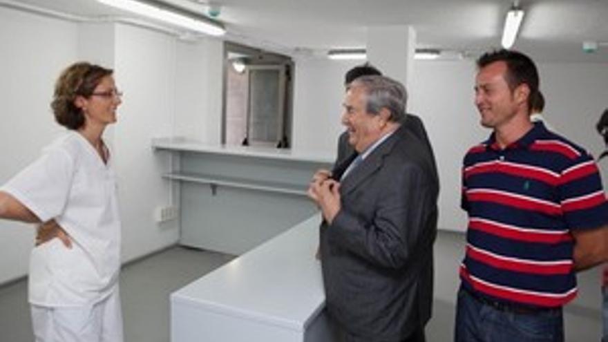Jerónimo Saavedra con el concejal de playas, Héctor Núñez. (ACN PRESS)