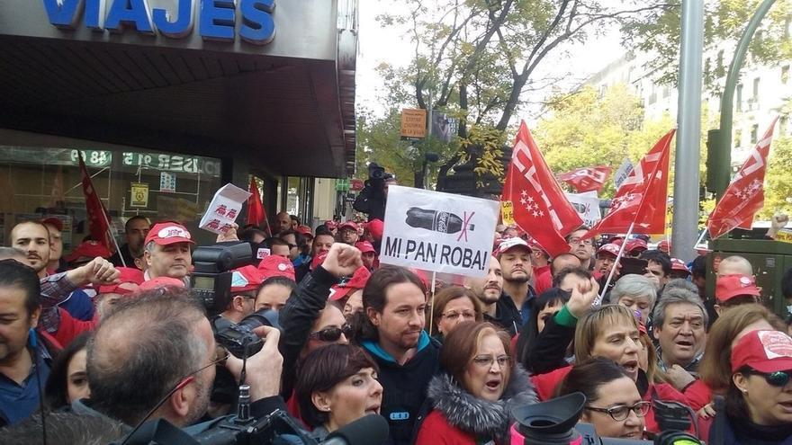 """Pablo Iglesias acusa al PSOE de intentar presentar como """"un logro"""" las """"migajas"""" de la subida del salario mínimo"""