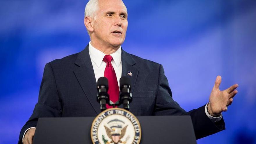 """Pence opina que Trump ha sido """"sincero"""" en su enfado con el fiscal Jeff Sessions"""