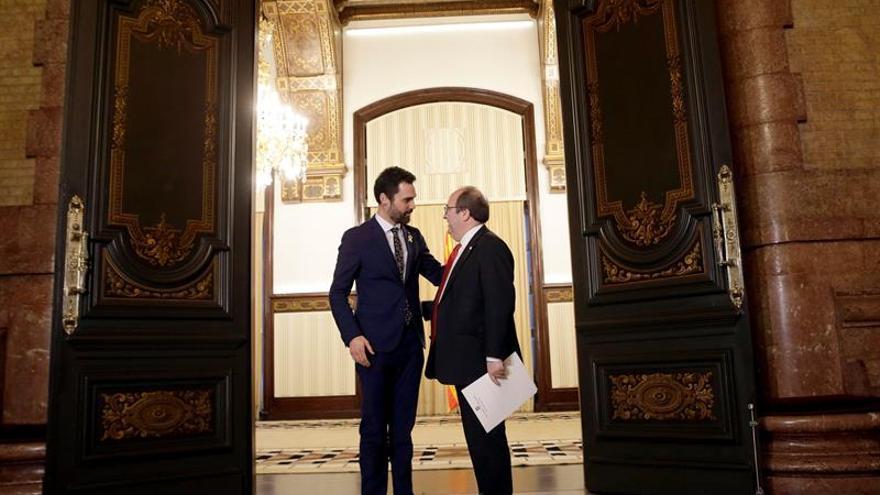 El president del Parlament, Roger Torrent, junto al líder del PSC, Miquel Iceta / EFE