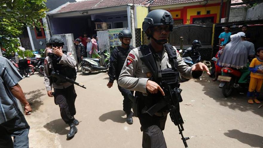 La Policía indonesia mata a 2 miembros de una célula que planeaba un atentado inminente