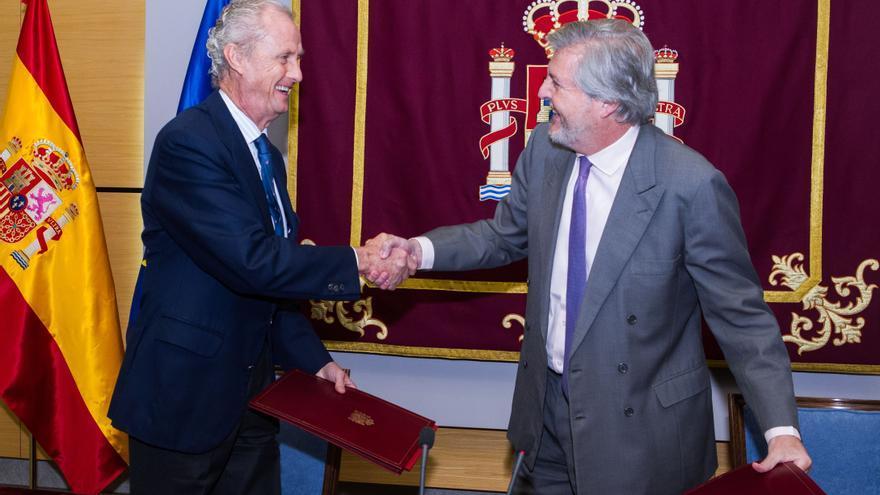 Pedro Morenés e Íñigo Méndez de Vigo firman un acuerdo para mejorar el conocimiento de la seguridad y la defensa
