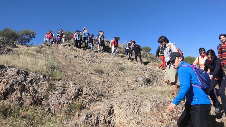 Un grupo de senderistas, en la sierra   JOAQUÍN REINA