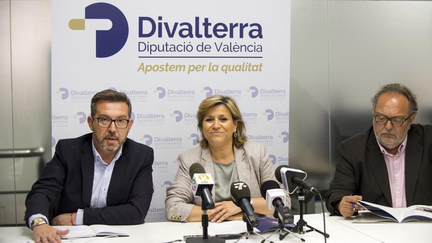 José Luis Vera (derecha) junto a Víctor Sahuquillo y Agustina Brines en la presentación de la nueva imagen de Divalterra