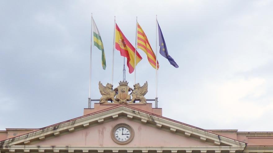 """El Ayuntamiento de Sabadell atribuye la retirada de la bandera española a una acción """"unilateral"""" de Crida per Sabadell"""