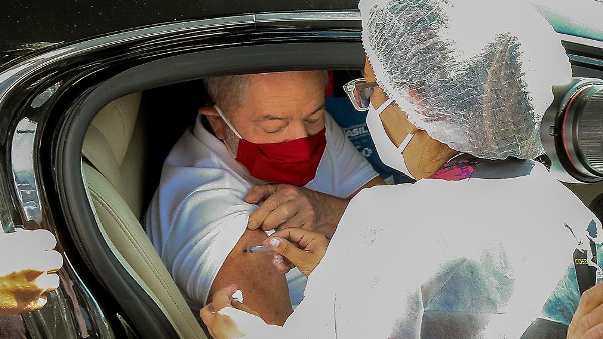 Lula recibió la primera dosis de la vacuna