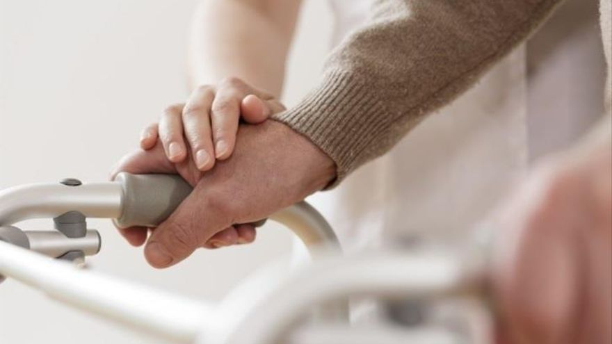 Cuidadores de dependientes de C-LM podrán formarse en distintos ámbitos para mejorar la atención que prestan y la suya