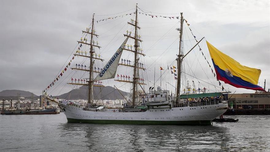 """El buque escuela de la Armada de Colombia """"Gloria"""" a su llegada al Puerto de La Palmas de Gran Canaria. EFE/Quique Curbelo"""