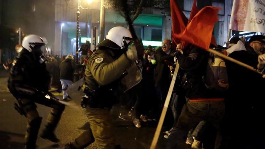 Enfrentamientos en Atenas entre Policía y manifestantes antiObama