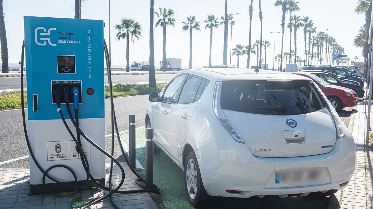 Recaga de vehículos eléctricos en Las Palmas de Gran Canaria.