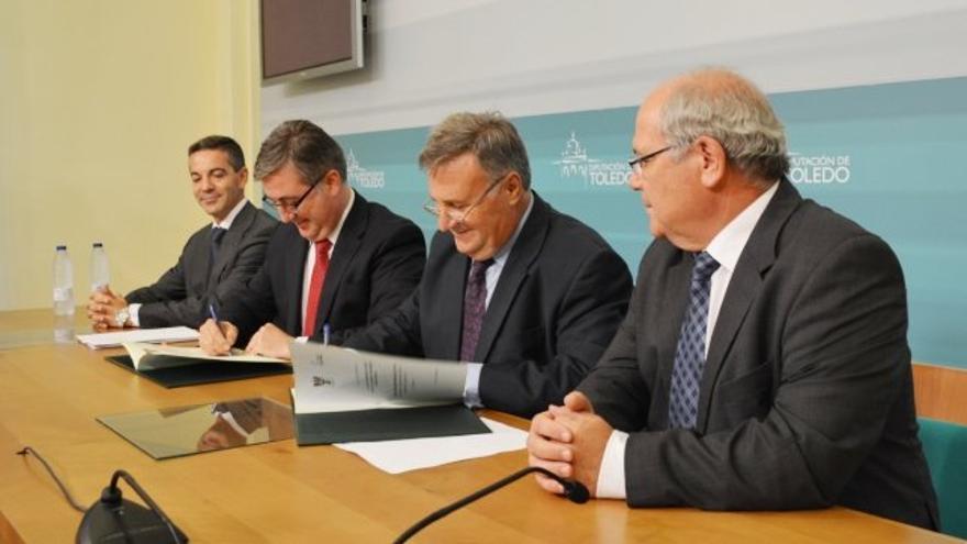 Arturo García-Tizón y Marcial Marín firman un convenio