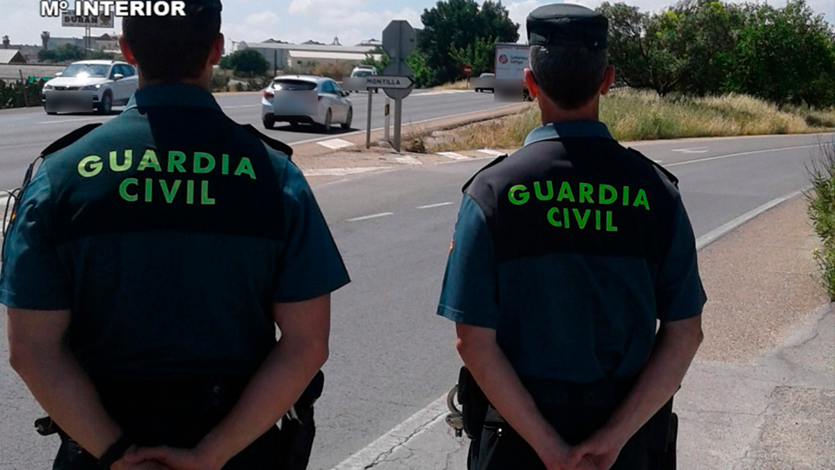 Agentes de la Guardia Civil en Montilla.