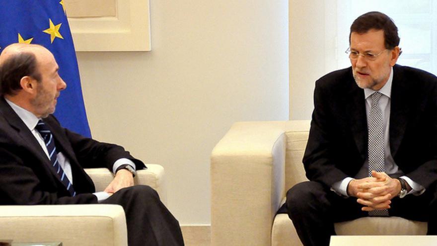 Rajoy y Rubalcaba en la reunión celebrada en Moncloa en marzo 2012. Foto: Moncloa.