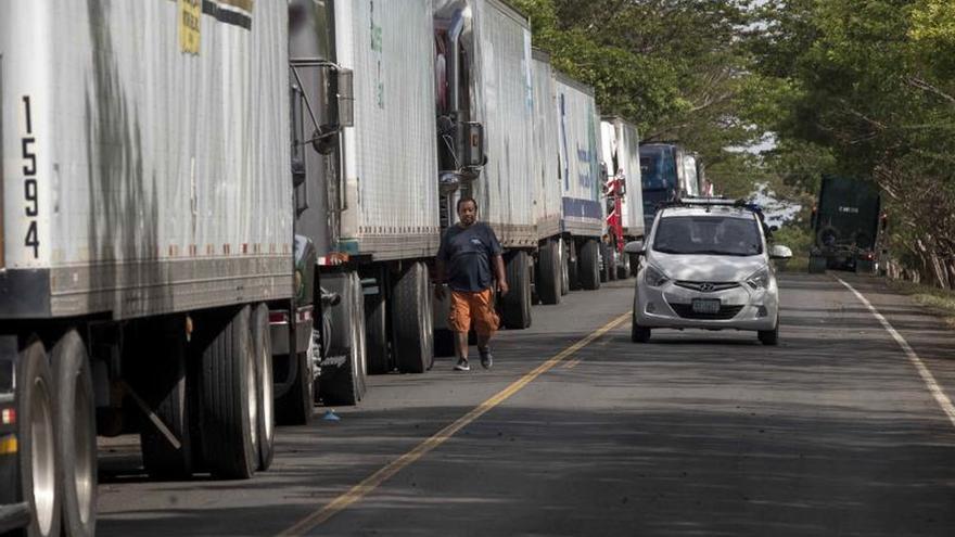 Costa Rica pide a los transportistas aplicar la ruta sanitaria acordada con Panamá