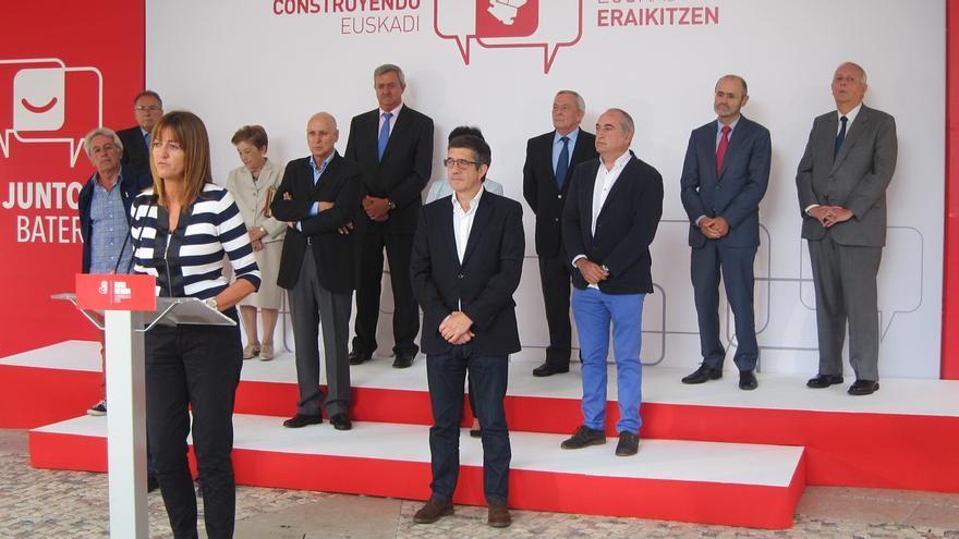 """Mendia dice que se abre """"un nuevo ciclo en la política vasca"""", y que el acuerdo está """"abierto al resto de fuerzas"""""""