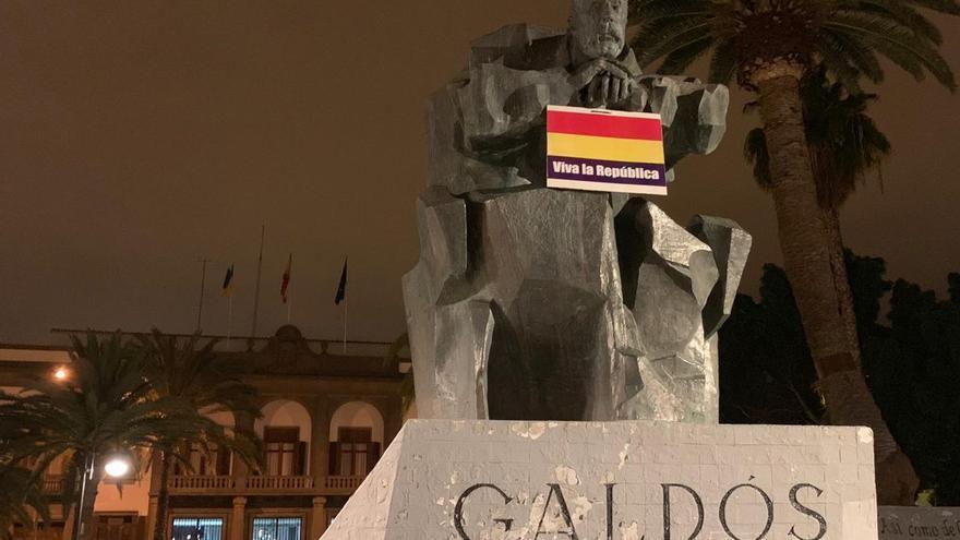 Escultura de Benito Pérez Galdós en la Plaza de La Feria.