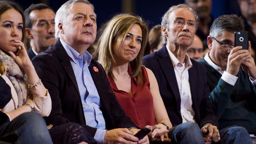Carme Chacón, entre José Blanco y Cipriá Ciscar, en el acto en el que Susana Díaz anunció su candidatura para dirigir el PSOE, el 26 de marzo de 2017.