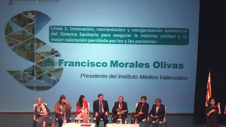 El presidente del Consell, Ximo Puig, en el centro de la imagen, junto a la consellera de Sanidad, Carmen Montón