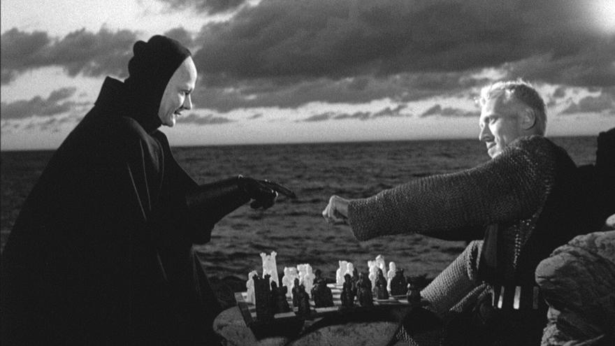 El juego del ajedrez sigue y la vida también.