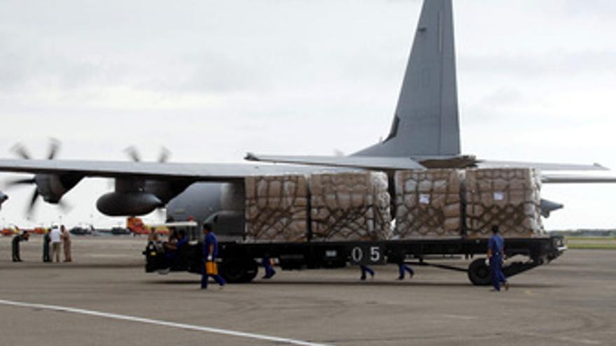 Ayuda humanitaria por avión