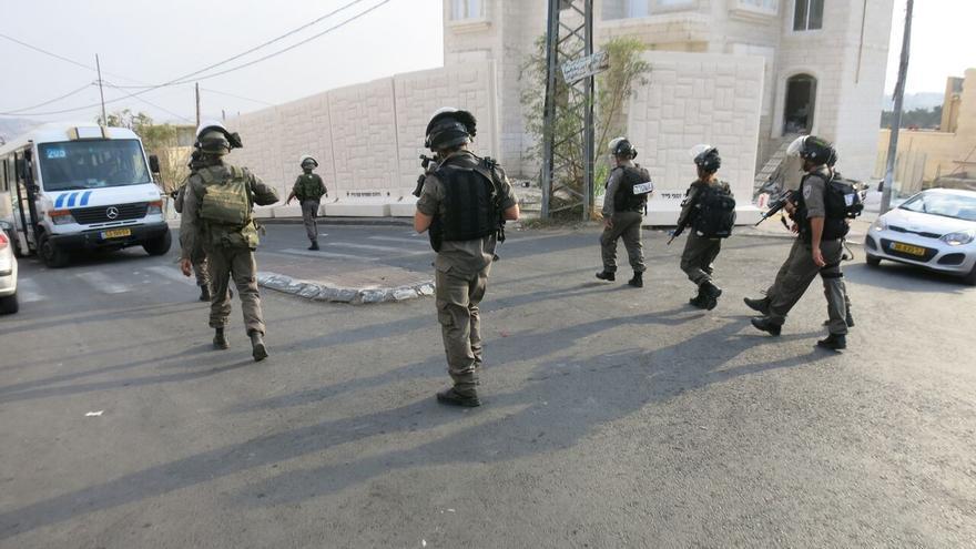 Soldados israelíes en un barrio de Jerusalén sometido a controles y cerco / Ana Garralda