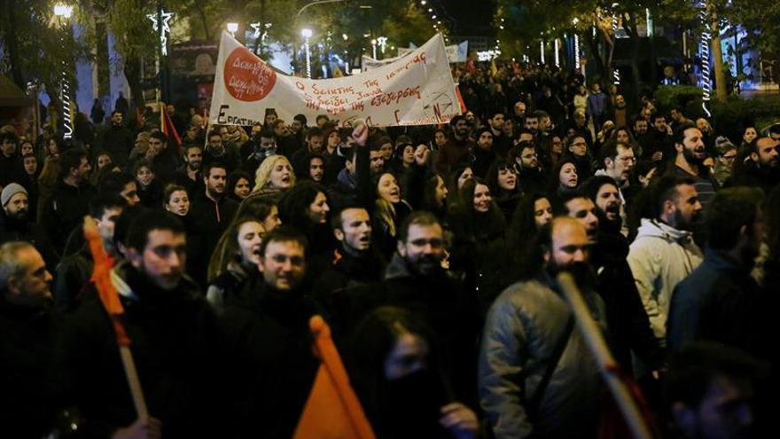 Disturbios en Atenas por el aniversario de joven asesinado por un policía