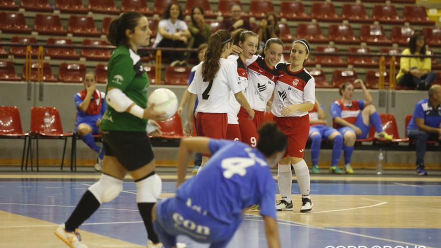 Las jugadoras del Deportivo Córdoba celebran un gol en Vista Alegre. | ÁLEX GALLEGOS