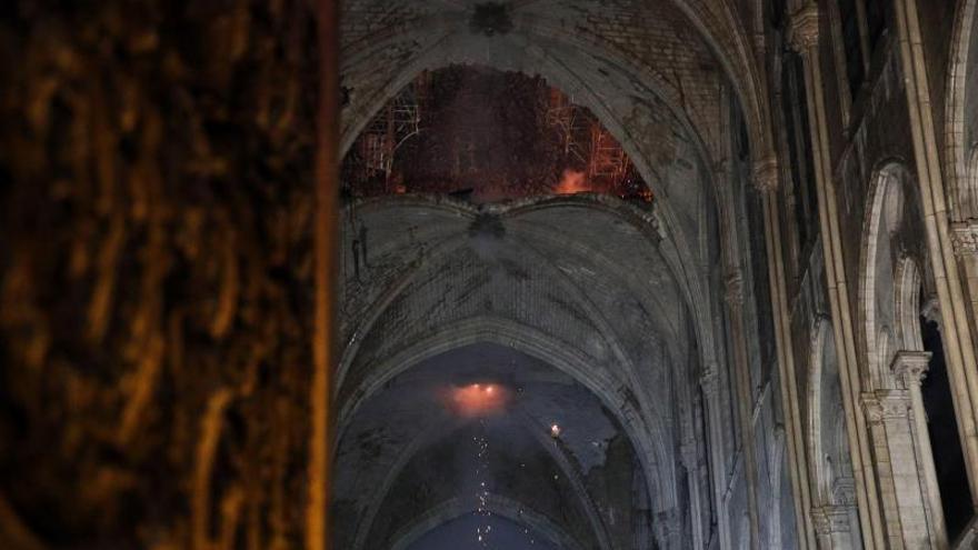 Vista del techo de la catedral de Notre Dame este lunes, en París (Francia)