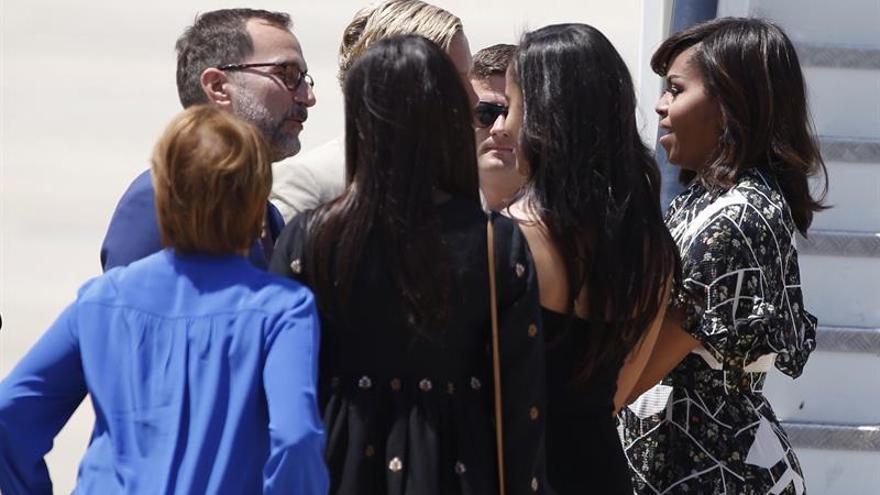 Michelle Obama se despide de España tras buscar apoyos a su causa solidaria