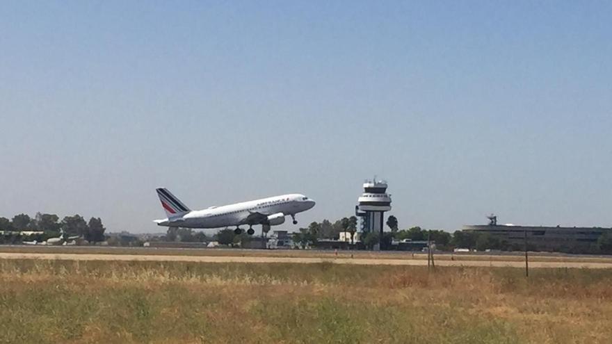 Archivo - Avión de Air France aterrizando en el aeropuerto de San Pablo