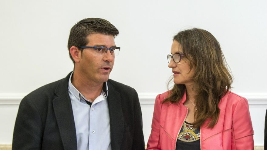 Imagen de la reunión entre Jorge Rodríguez y Mónica Oltra