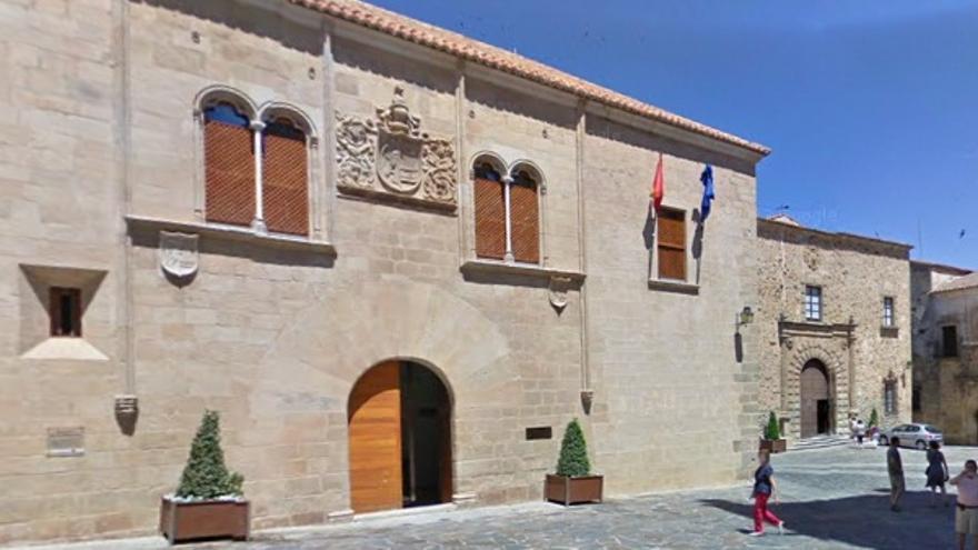 Palacio de Mayoralgo de Cáceres / Google Maps