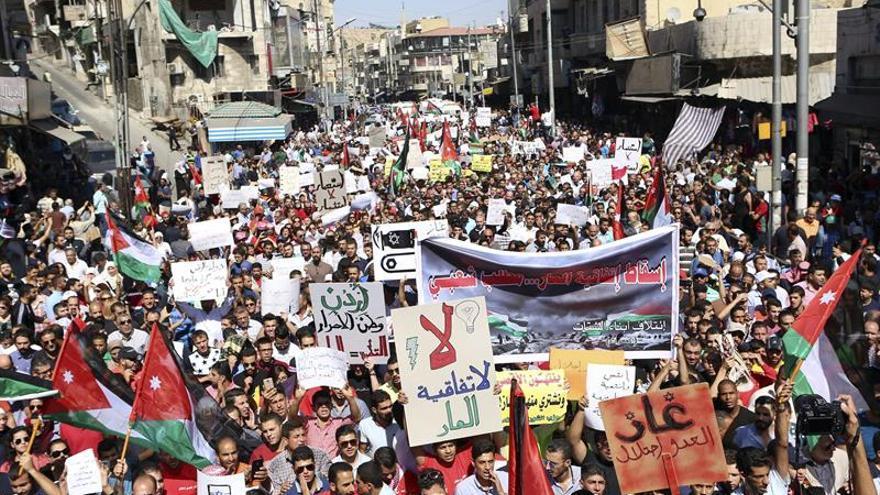 Cientos de personas se manifiestan contra un acuerdo de gas con Israel