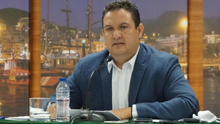 Suspendida cautelarmente la expulsión del alcalde de Arona, José Julián Mena, del PSOE