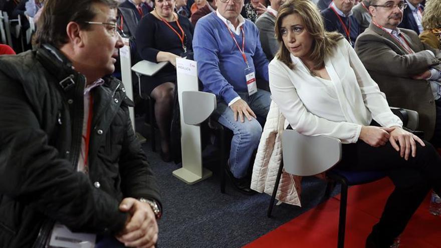 Guillermo Fernández Vara y Susana Díaz en una reunión del Comité Federal.