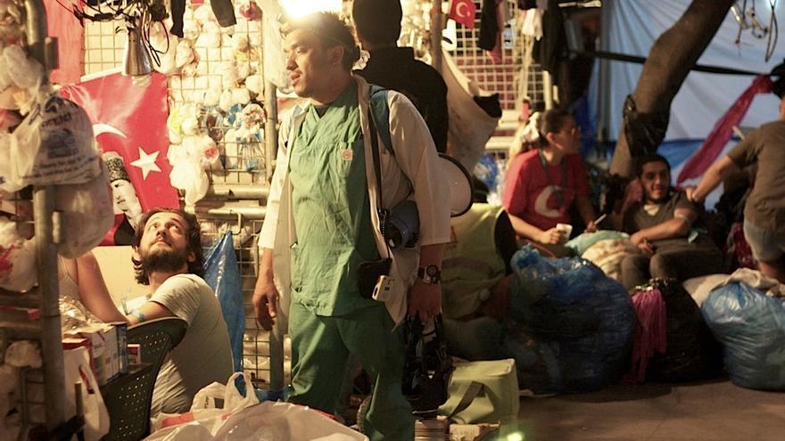 Servet con todo su equipamiento, en la acampada del parque Gezi - Juan Luis Sánchez