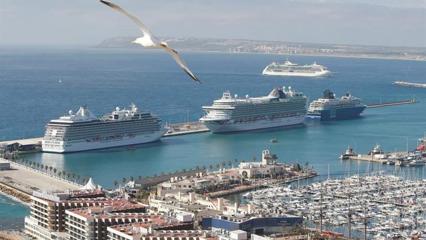Los puertos españoles prevén superar los 8,8 millones de cruceristas en 2017