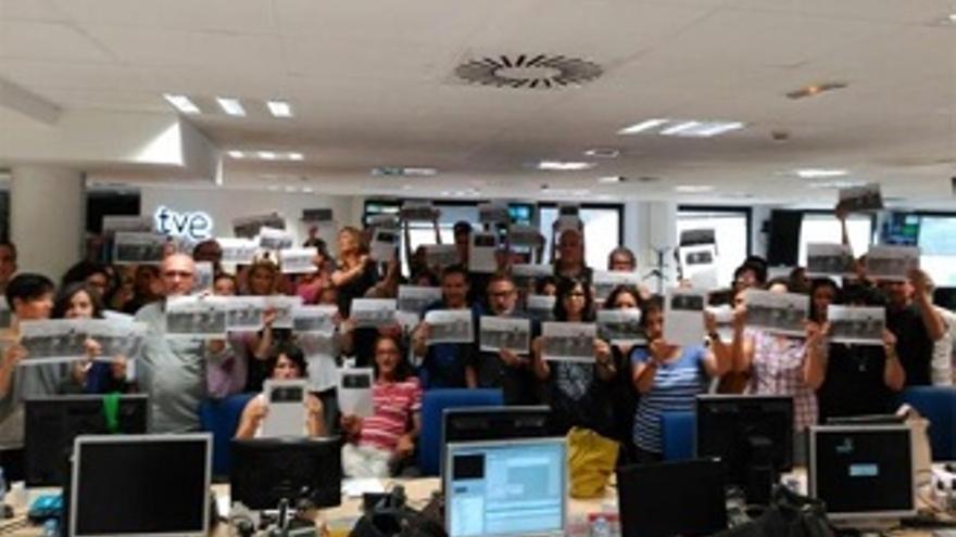 Protesta silenciosa en TVE por edulcorar la agresión de la periodista húngara