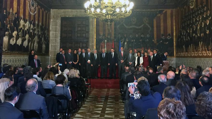 El expresidente Felipe González junto al president Ximo Puig en el Palau de la Generalitat