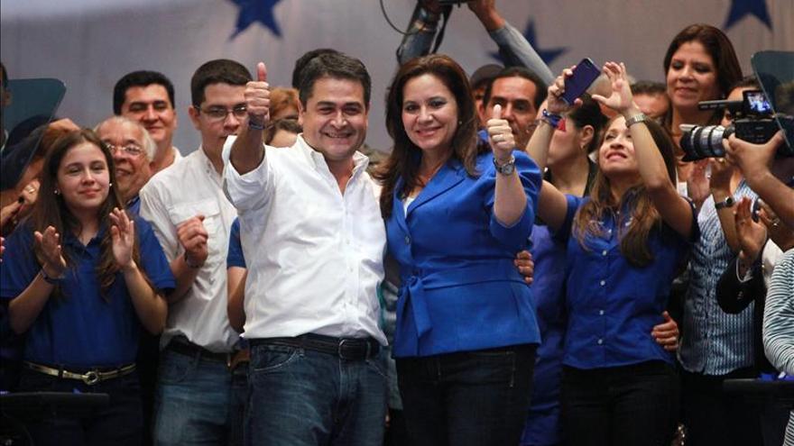 Recuentos de medios de prensa también le dan el triunfo al oficialista Hernández en Honduras