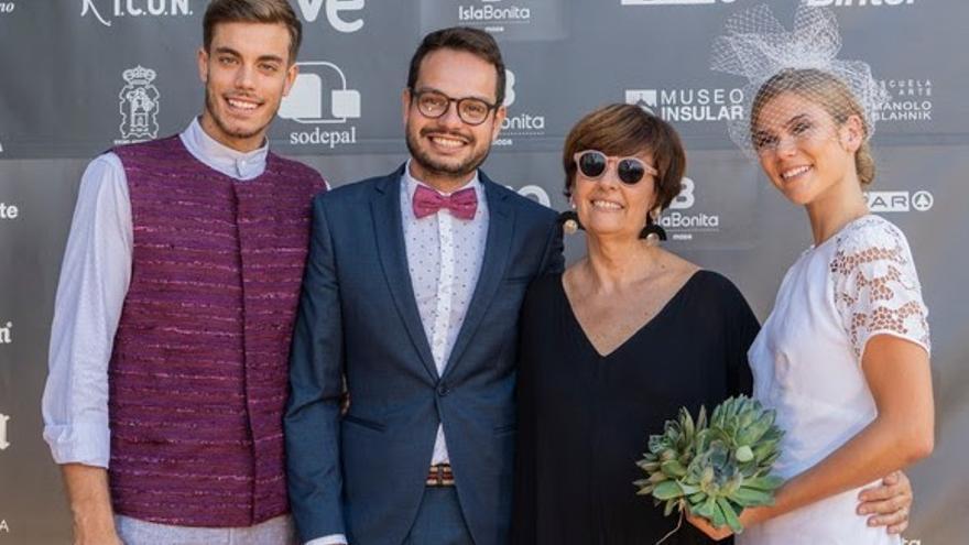 Jordi Pérez junto a modelos y diseñadores.