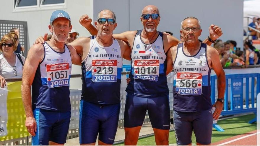 El equipo de relevo 4x400 metros del CEA Tenerife 1984 obtuvo el récord de España