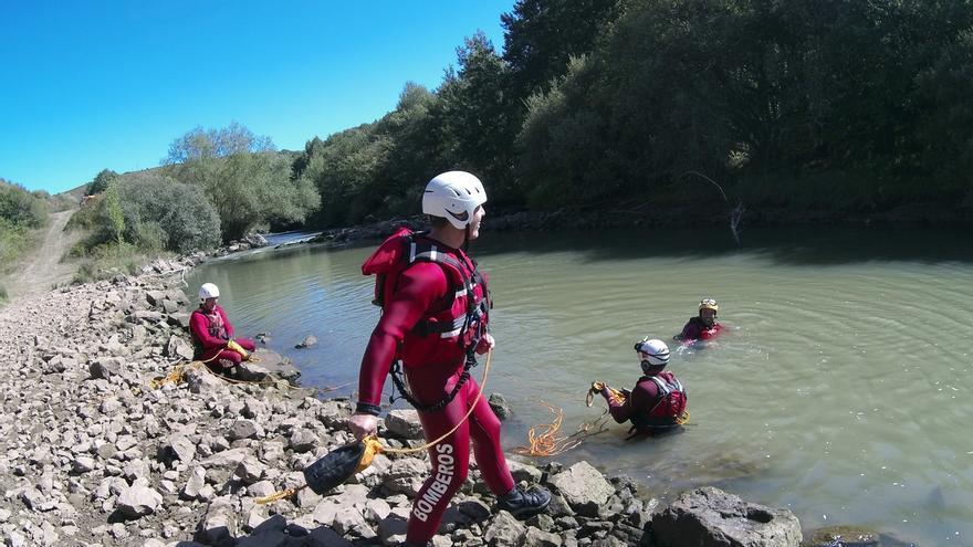 Personal de Emergencias mejora las técnicas de búsqueda de personas y de rescate en ríos