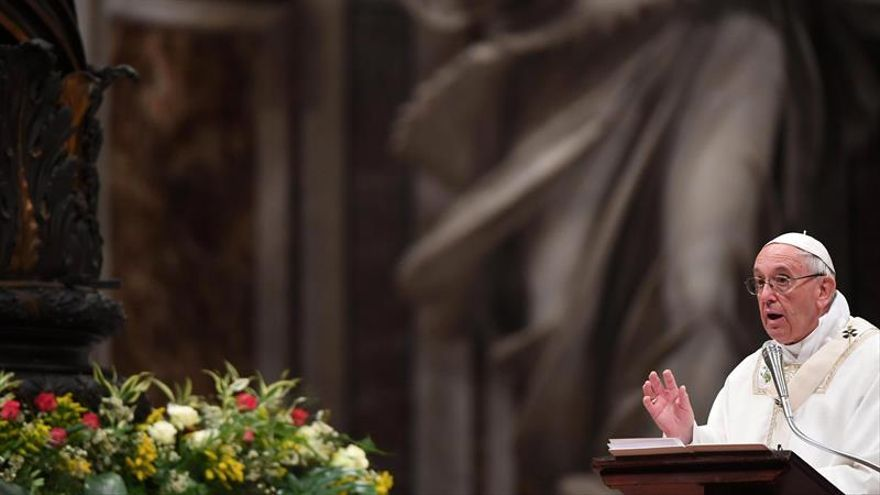 """El papa recuerda en Vigilia las injusticias que ven """"crucificada la dignidad"""""""