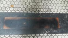 Tachadas con pintura negra varias placas colocadas en San Sebastián en recuerdo a víctimas de ETA